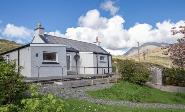 Greenbank - idyllic cottage near Tarbert, Harris