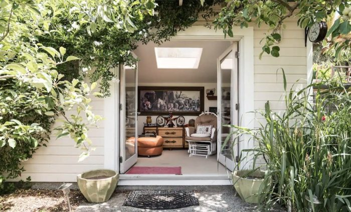 Lovely Novato Airbnb Cottage Room with Back Yard