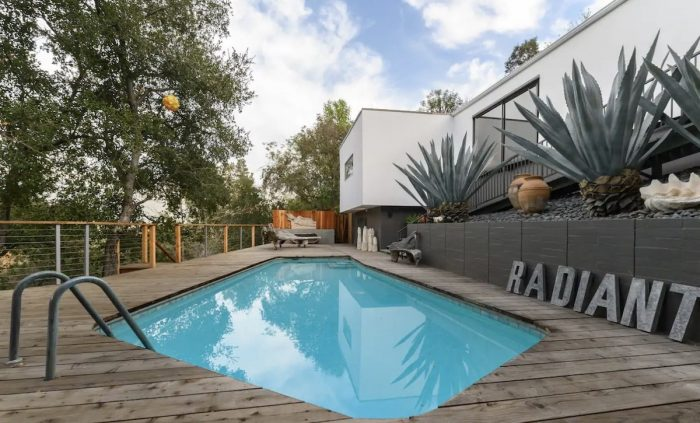 Home.fit Pasadena-Luxury-Modern-Treehouse-LA-700x423 The Top 7 Best Luxury Airbnb Rentals in Los Angeles, California