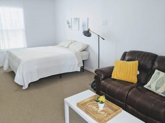 Private Suite - Central to Beach and Savannah Downtown