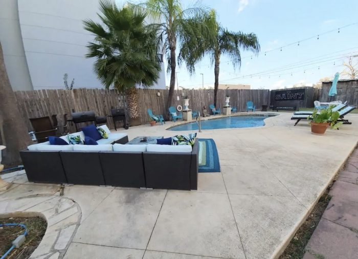Home.fit San-Antonio-Texas-house-for-rent-with-heated-Pool-and-private-tub-700x506 The Top 7 Best Airbnbs in San Antonio, Texas