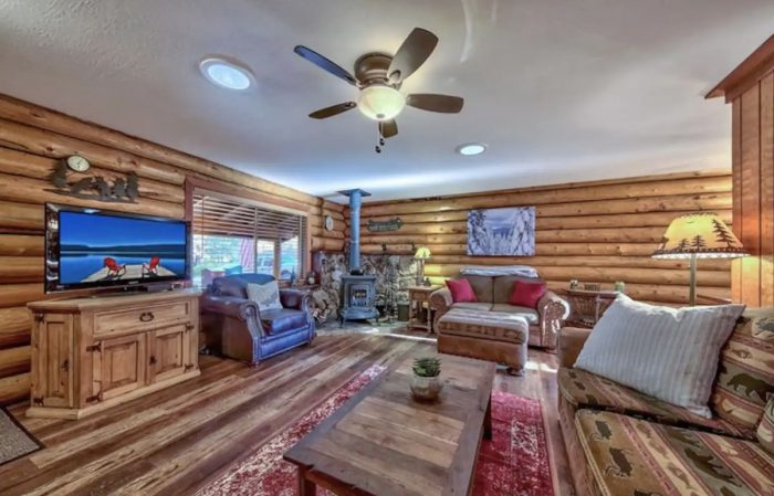 South Lake Tahoe Cozy Rustic Log Cabin Oasis with Hot tub