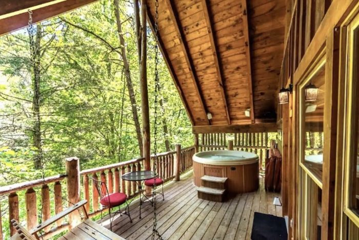 Home.fit Airbnb-in-Pigeon-Forge-Tennessee-700x468 The Top 7 Best Airbnbs in Great Smoky Mountains, US