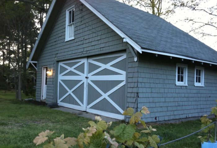 Home.fit Cozy-craftsman-barn-Airbnb-near-the-bay-700x477 The Top 7 Best Airbnbs in Virginia Beach, VA