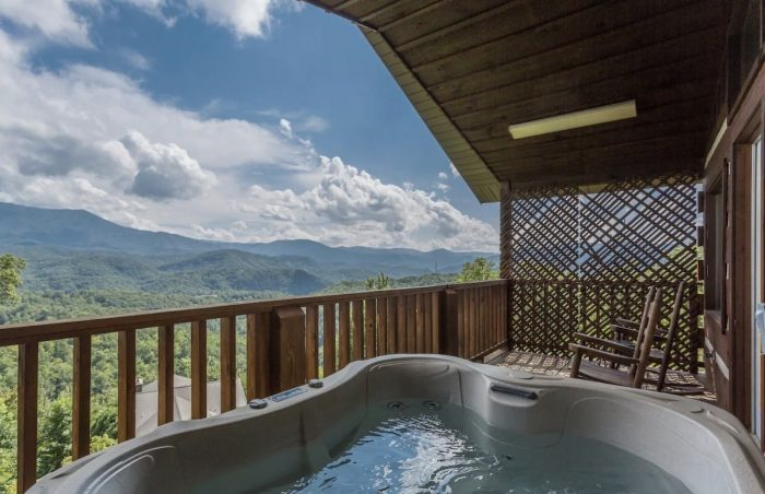 Gatlinburg Cabin Airbnb with Panoramic Views near Downtown