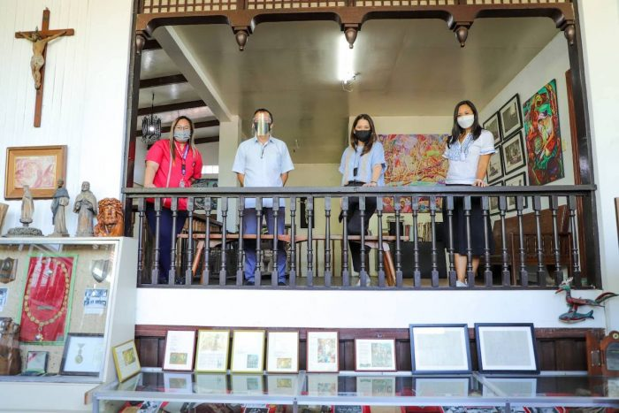 "Mayor Calderon, Secretary Puyat, and Margaret Duavit get a glimpse of Botong Francisco's creative life through his descendant Carlos ""Totong"" Francisco II"