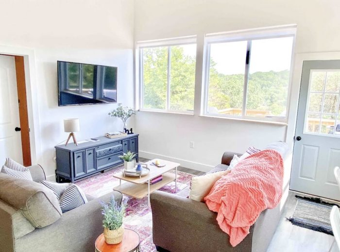 Home.fit Modern-Farmhouse-Airbnb-With-a-Loft-in-Branson-700x520 The Top 7 Best Airbnbs in Branson, Missouri
