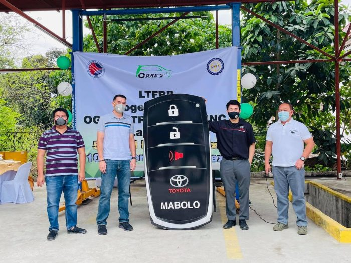 From left to right: Ogre Transport Corporate Secretary Mr. Richard Cuaho, Ogre Transport President Mr. Dave Lim, Toyota Mabolo representative Mr. Victor Jao, and LTFRB Regional Director Retired Col. Eduardo Montealto, Jr. during the symbolic key turnover to signify their partnership.