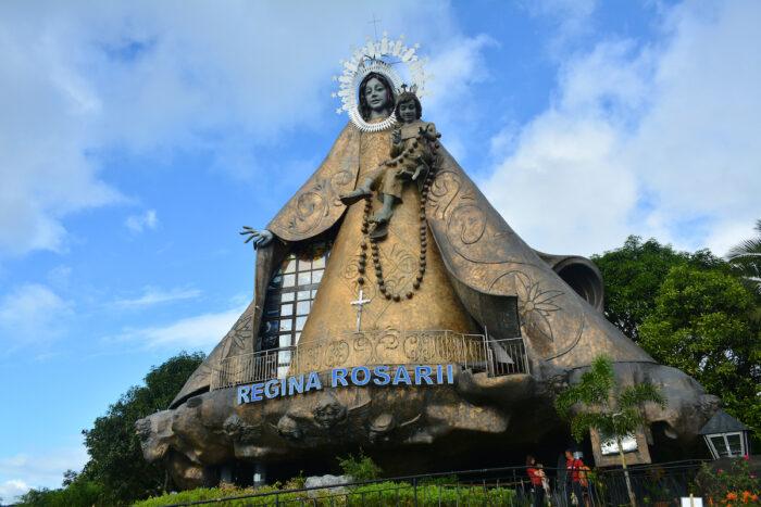 Regina Rica Rosarii statue facade photo via Depositphotos