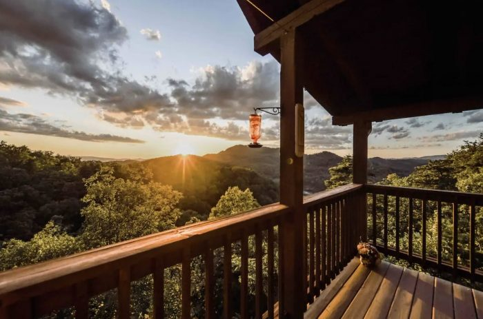 Secluded Airbnb wit great Mountain Views in Sevierville