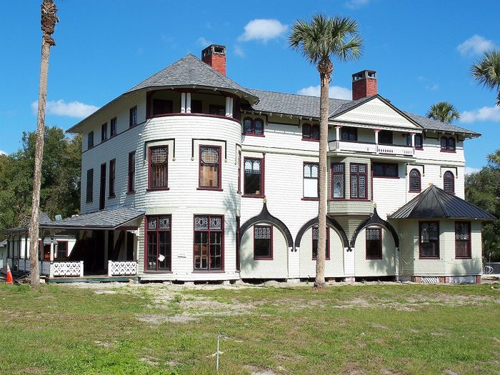 Home.fit Stetson-Mansion-by-Ebyabe-via-Wikipedia-CC-700x525 Bucket List: Top 15 Best Things to Do in Orange City, Florida