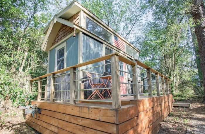 Tiny Airbnb Durham GuestHouse in the Trees
