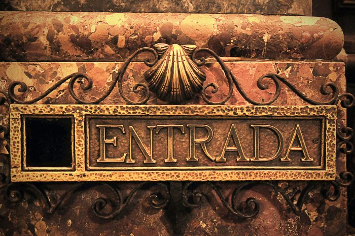 Home.fit Entrance-sign-to-the-crypt-below.-700x465 Europe Visita Iglesia #5: Santiago de Compostela Cathedral in Spain