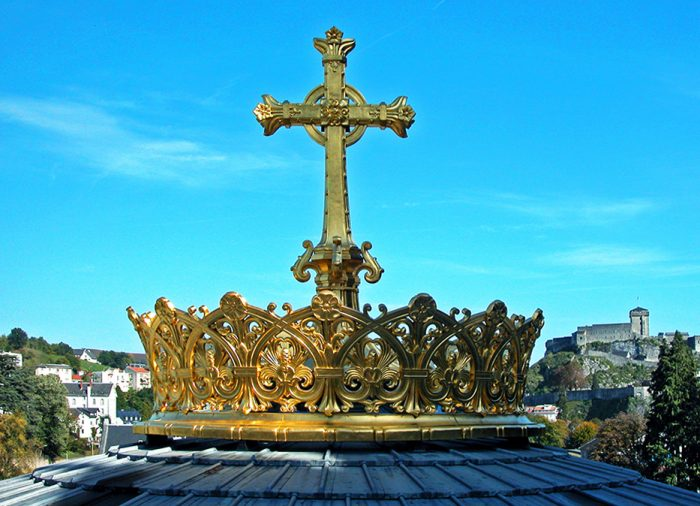 Golden crown above the lower basilica dome.