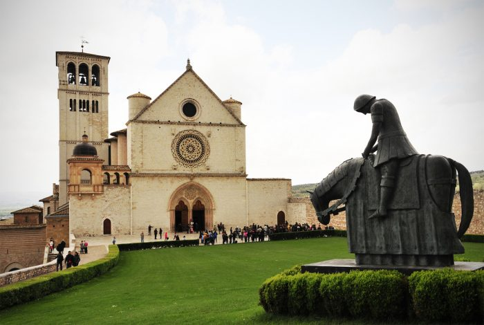 Home.fit St.-Francis-astride-his-horse-with-head-bowed-after-hearing-the-voice-of-God-telling-him-to-leave-the-war-and-return-home.-700x470 VISITA IGLESIA #1: St. Francis of Assisi Basilica in Assisi, Italy?