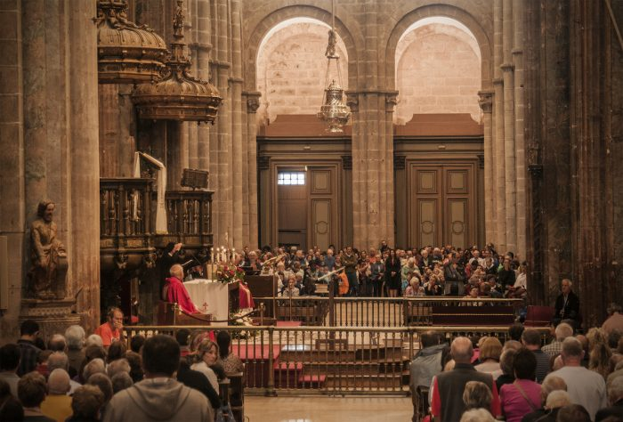 Home.fit The-Pilgrims-Mass-which-is-held-daily-at-noontime.-700x474 Europe Visita Iglesia #5: Santiago de Compostela Cathedral in Spain