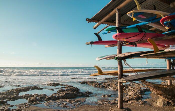 Surfeando en La Unión Filipinas foto de Vernon Raineil Cenzon vía Unsplash.com