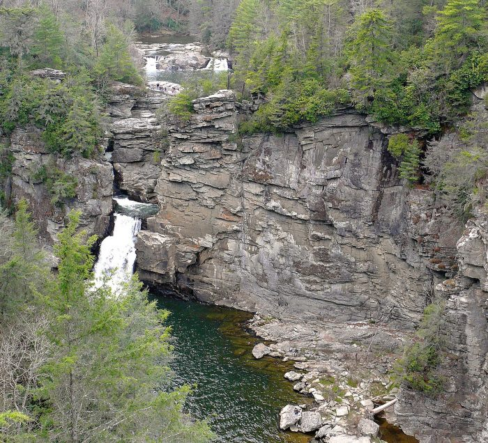 Linville Falls at the northern end of Linville Gorge by Ken Thomas via Wikipedia CC