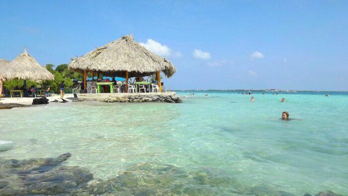 Playas Isla Mucura by Sergiodbotero via Wikipedia cc